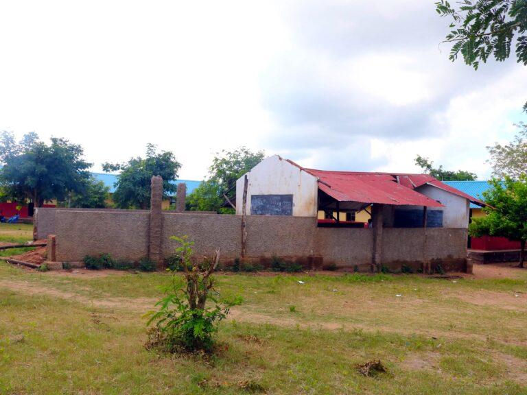 La scuola di Pungwe danneggiata dal ciclone Idai