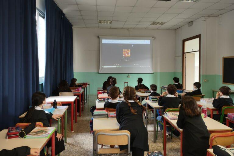 Un momento di un laboratorio di coding nella 4A della scuola primaria Tiziano Vecellio di Mestre